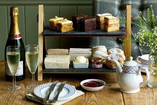 Brook, UK: Champagne Afternoon Tea