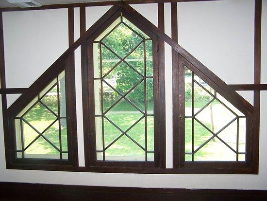 Geneva, IL: Cathedral Windows in the Villa