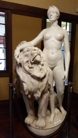 Geneva, IL: Diana and the Lion