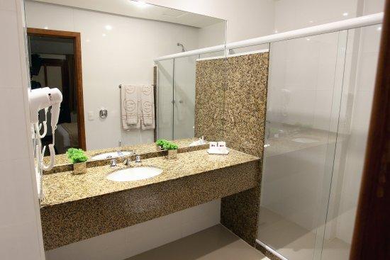 Mengo Palace Hotel: Banheiro dos APARTAMENTOS STD E LUXO