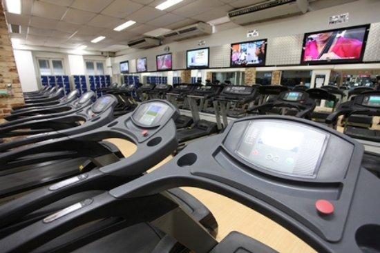Mengo Palace Hotel: Aproveite nossa academia equipada com modernos aparelhos e equipamentos