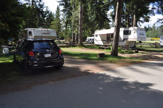 Black Creek, Canadá: Old Tired and permanent RVs
