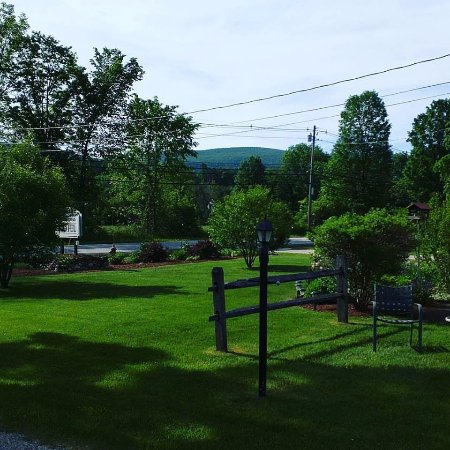 Manchester, Vermont: Morning View from Cabin 10 at the Casablanca Motel