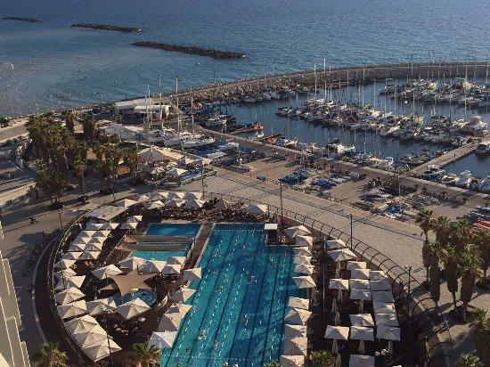 Carlton Tel Aviv: View of Gordon Pool and marina in Tel Aviv from rooftop