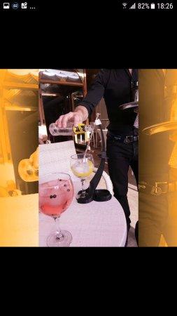 ea1bed2e3 Servicio ginebras premium en mesa con nuestro invento e innovacion ...