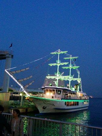 Kobe Bay Cruise: 夕暮れのチャータークルーズはいいです。