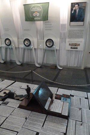 Музей микроминиатюр Николая Сядристого: Mikroskop-Wand