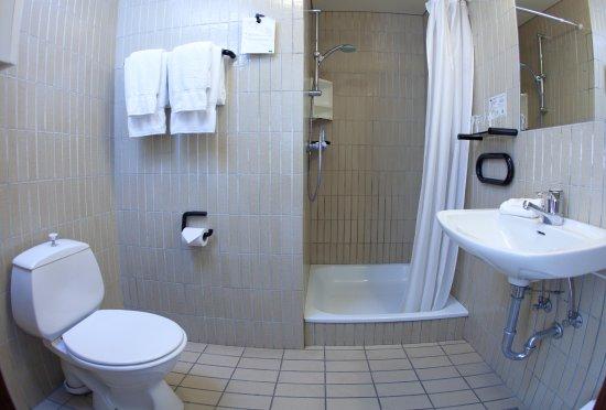 The Highland Center Hrauneyjar: Superior bathroom