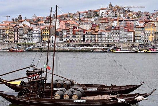 Guest House Douro: Vila Nova de Gaia, Porto, just across is GHD (yellow doors/black upper floors)