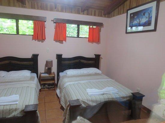 Catarata Eco Lodge S.A: Cada cama es para dos personas, aunque no lo parezca