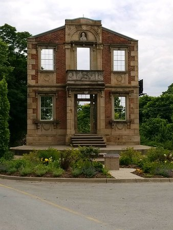 Heigold House Facade
