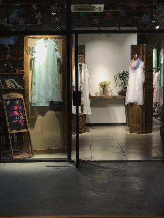 เจียงซี, จีน: También hay tiendas de moda tradicional china, exquisitas