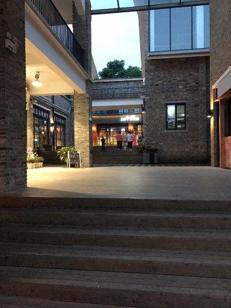 Jingdezhen, Китай: Un fantástico restaurante al final de una de las zonas del área