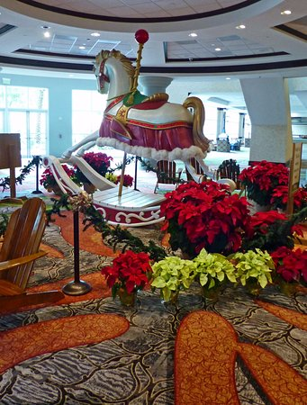 gaylord palms resort convention center huge rocking horse with christmas decorations