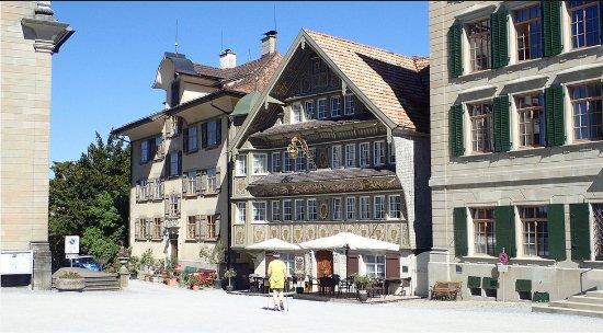 Trogen, Suiza: Hôtel restaurant, maison du milieu
