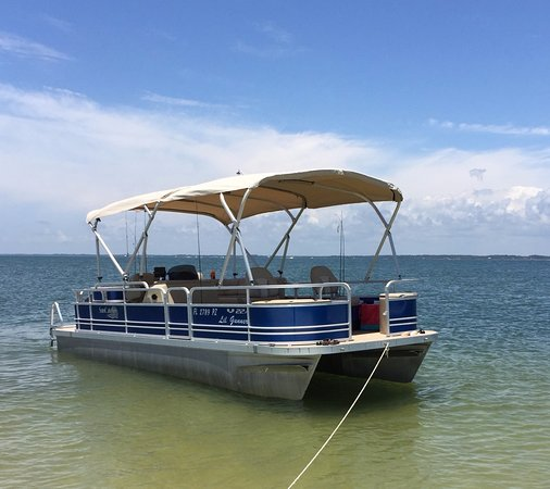 Carrabelle, Flórida: Enjoy a great day on the water with Gunner Pontoon rentals