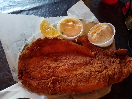 Saint Helena Island, Южная Каролина: All you can eat Fish Fry