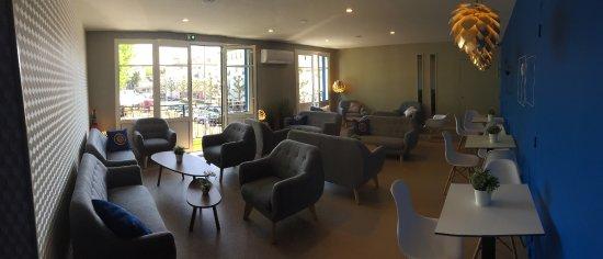 Salle à l'étage climatisée, privatisable pour groupes et évènements