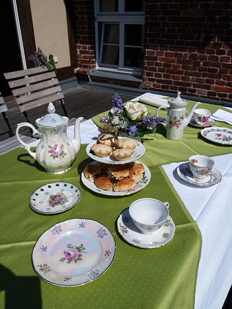 Ribnitz-Damgarten, Alemanha: A lovely tea on the terrace in the sunshine!