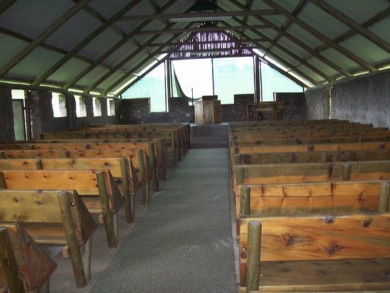 Lake Eland Game Reserve, South Africa: Little rustic church above Lake Eland on a hill, a must see.