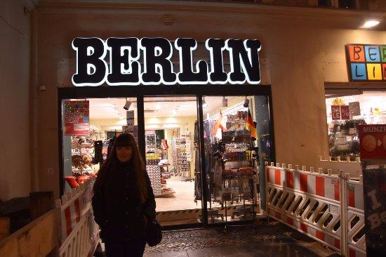 Peine, Germany: магазины сувениров в Берлине)))