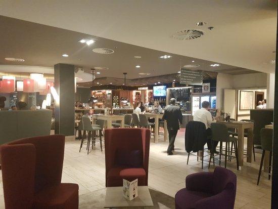 Holiday Inn Munich - City Centre: TA_IMG_20170608_214910_large.jpg