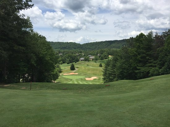 ‪‪Weaverville‬, ‪North Carolina‬: It's all downhill to green No. 4 - I think‬