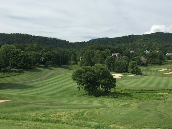 ‪‪Weaverville‬, ‪North Carolina‬: View looking toward clubhouse at No. 16.‬