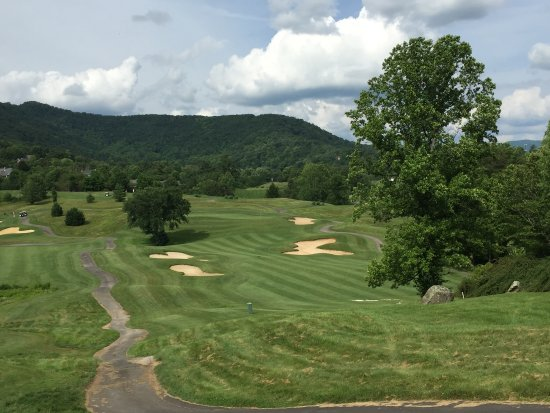 Weaverville, NC: Another View from top of hill toward clubhouse
