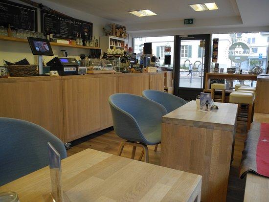 Unteraegeri, Svizzera: Coffeeshop am Dorfplatz