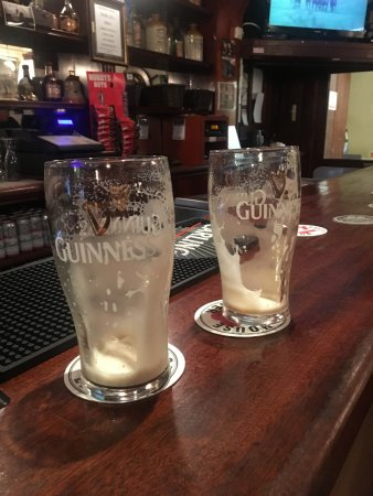 Drogheda, Irlanda: Two more pints of Guinness Please !!!
