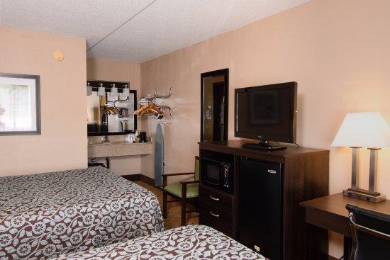 Entrance - Picture of Days Inn by Wyndham Pittsburgh-Harmarville, Pittsburgh - Tripadvisor