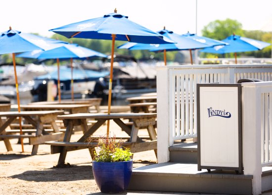 Wauconda, IL: Lindy's Beach Club