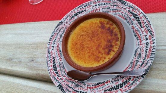 Montpeyroux, Francia: La crème catalane avec sa croûte de caramel se casse sois la cuillère