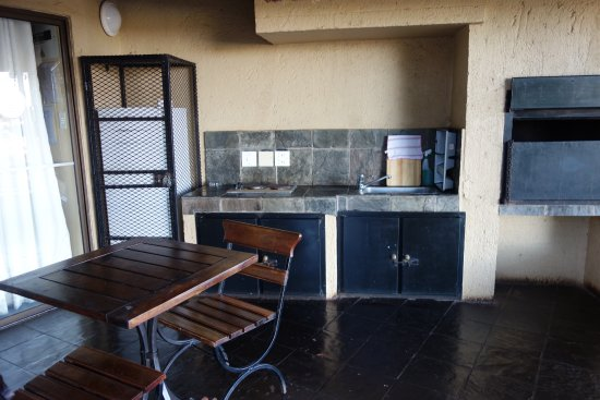 Skukuza Rest C& outdoor kitchen and baboon proof refrigerator & outdoor kitchen and baboon proof refrigerator - Picture of Skukuza ...