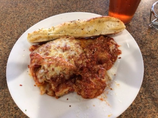 Clayton, Carolina do Norte: Lasagna with Breadstick