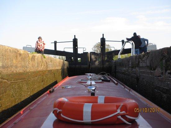Whitchurch Marina: navigating a lock