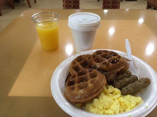Best Western San Diego/Miramar Hotel: Looks good - huh? Waffles, coffee, OJ watery! Waffles:mushy. Sausage cheap greasy.