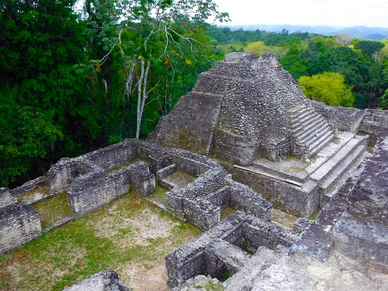 Ruinas Mayas de Caracol: Temple and royal rooms near the elevated plaza on top of Caana.