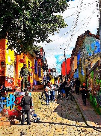 Plaza Del Chorro Del Quevedo : calle del embudo acceso peatonal a la plaza