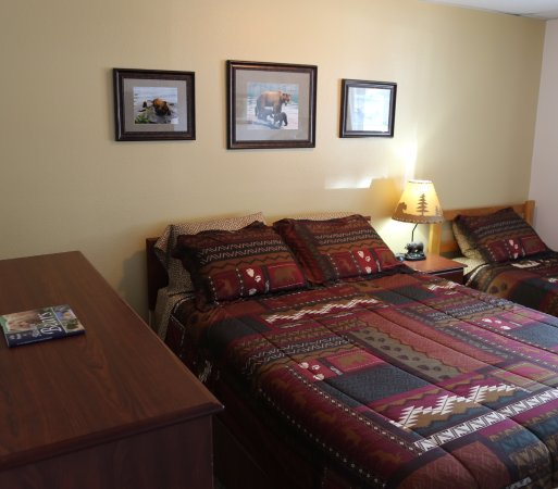 House on the Rock B & B: Bear Room - Queen bed and Twin bed with private bathroom