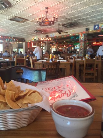 Burlington, MA: Cool decor, awesome warm chips, zesty salsa