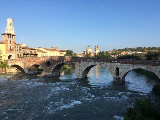 Ponte Pietra: Full view of whole bridge