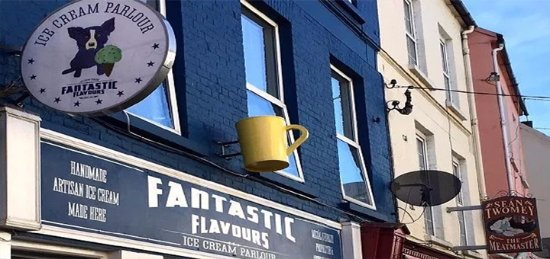 Youghal, Irlandia: Exterior Fantastic Flavours with Blue Dog