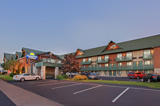 Days Inn & Suites by Wyndham Mackinaw City-Bridgeview Lodge