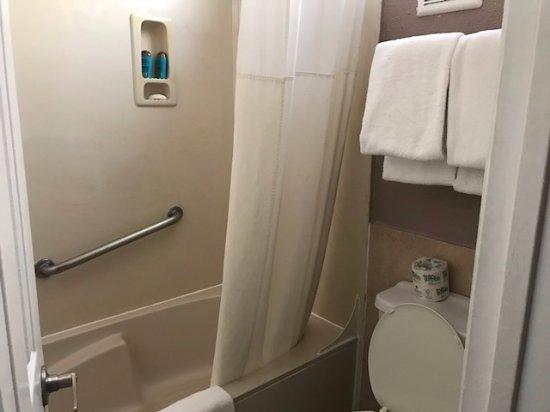Rodeway Inn Hollywood: bathroom