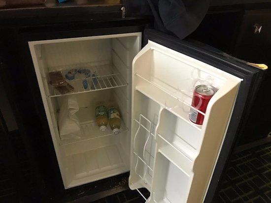Rodeway Inn Hollywood: mini-fridge