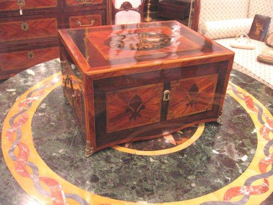Piccola Credenza Da Restaurare : Piccola credenza francese in bois de rose foto di antichità e