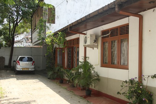 Sri Jayawardenepura, Sri Lanka: Exterior view of  The city hideout colombo