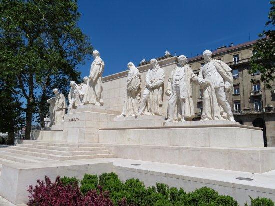 Statue of Lajos Kossuth: photo0.jpg